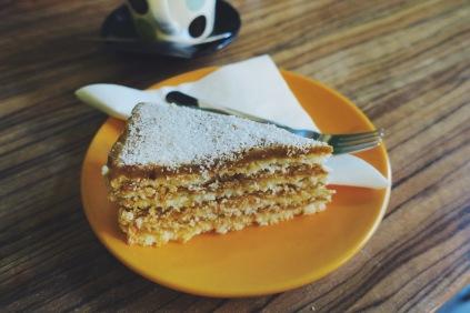 apple-powdered sugar layer cake